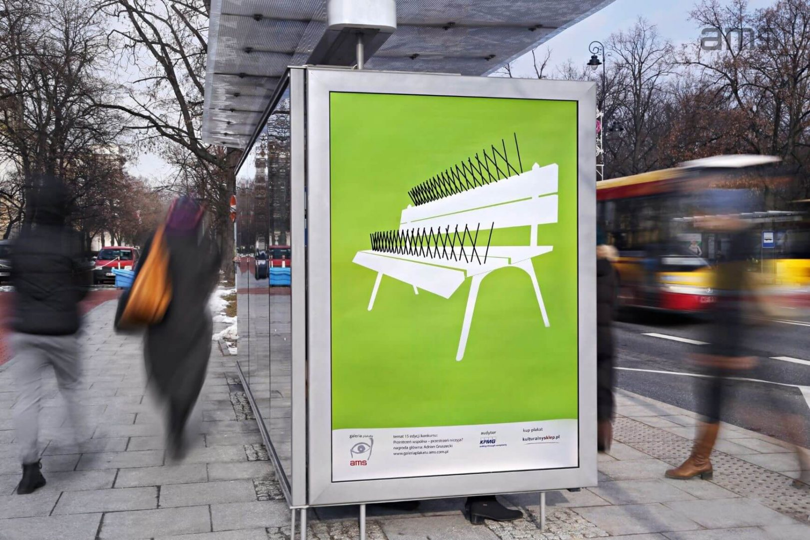 Adrian Gruszecki Z Plakatem ławka Zwycięża W 15 Konkursie